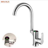 Смеситель раковины силы воды Faucet кухни BAKALA LCD цифровой. Твердый латунный кром покрыл воздержательный кран 2 Фаусет дисплея умный