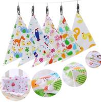 Baberos para bebés toalla del triángulo eructar saliva paños del Burp de dibujos animados infantiles del niño del pañuelo bufanda capas dobles niños de enfermería baberos 12pcs / bolsa B0465
