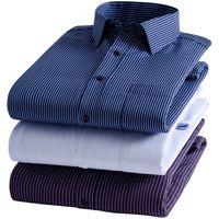 أزياء الشتاء للرجال اللباس قمصان طويلة الأكمام رجال الأعمال قميص سميكة من القطن الأبيض القميص الأسود الرجال القميص زائد الحجم سليم صالح أوم