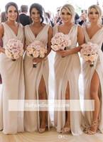 Barato Vestidos de dama de honra de champanhe Chiffon profundo VESCOLHO VESTIDO Frente Slit High Split Plus Tamanho Domadrado de Honra Vestido de Casamento Vestido de Convidados BC0219