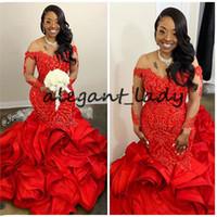 Illusion långärmad afrikansk kväll formella klänningar 2020 Cascading Ruffles Red Lace Beaded Plus Size Mermaid Prom Party Gowns