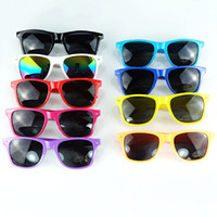20pcs gafas de sol plásticas clásicos de época retro gafas cuadradas de sol para mujeres de los hombres adultos niños hijos colores multi BY0103