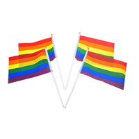 Rainbow Gay Pride Stick Flag 21 * 14cm Creativo Mini Bandiera Mini Bandiera Portatile Waving Holdhold utilizzando Home Festival Party Decor 500pcs TTA964