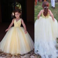 Luce bella gialle delle ragazze di fiore Abiti da sfera di Tulle Matrimoni principessa senza maniche con scollo a V abito da bambini piccoli prima comunione abiti