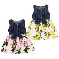 ملابس الأطفال أطفال الفتيات الليمون المطبوعة فساتين الصيف أكمام الدينيم المرقعة اللباس الأطفال bowknot زر عارضة شاطئ اللباس D820