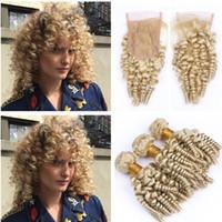 613 kręcone kręcone funmie przedłużanie włosów Platinum blondynka ciocia kręcone włosy splatki 3 sztuk z 4x4 koronki zamknięcie luźne fale faliste włosy