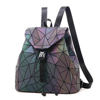 Luminous Backpack Mulheres de couro geométricas Mochilas Diamante Malha Drawstring mochilas Holographic Backpack Purse 2018 Novo