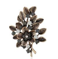 Hollow Leaves Brooch Retro Clothing Diamonds Pins Temperamento di alta qualità Hollow Leaves Spilla Accessori Boutique di moda femminile