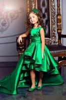 2020 Çarpıcı Zümrüt Yeşil Tafta Kızlar Pageant Elbiseler Ekip Boyun Cap Kollu Kısa Çocuklar Ünlü Elbiseler Yüksek Düşük Kızlar Örgün Giyim Kıyafeti