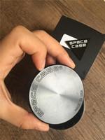 4 parça ile 55mm Uzay Vaka Değirmenleri ot değirmeni alüminyum alaşım öğütücüler sıcak baharat kırıcı tütün değirmeni sigara aksesuarları için