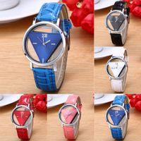 2020 Orologi di moda nuova delle donne del triangolo su due lati di cuoio Hollow Banda orologi al quarzo orologi casual orologio da polso ore orologio