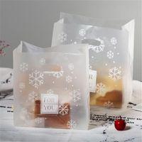 50 stks / partij kerstcadeau tassen plastic boutique pouches shopping cadeau pakket tas kerstbenodigdheden handvat sneeuwvlok presenteer nieuw