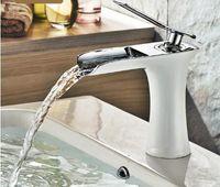 滝の真鍮の虚栄心のシンクの蛇口クロムの浴室の流行盆地ミキサータップ83008