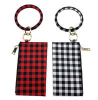 Stock personnalisé en cuir PU embrayage Bracelet Bangle Keyring rouge et blanc Monogrammed noir Buffalo Plaid Bracelet Porte-clés