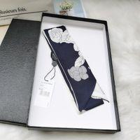 2021 Luxus-Gestreiftes Ribbon Damen-Fashion Scar-Schal im 2020 ist 100% reine Seide doppelseitig und 8 * 120 cm