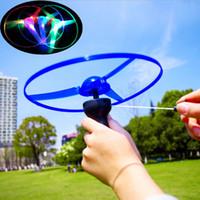 المصنع مباشرة توهج كابل UFO تحلق الجنية فلاش LED اليعسوب الخيزران اللعب في الهواء الطلق
