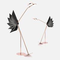 새로운 포스트 모던션 조명 디자이너 개성 램프 모델 룸 장미 골드 그물 레드 타조 거실 바닥 램프 바닥 램프