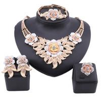 Комплекты ювелирных изделий в Дубае элегантных женщин золото ювелирных кристаллов Большой цветок розы ожерелье Африканский стиль браслет серьги Кольца партии