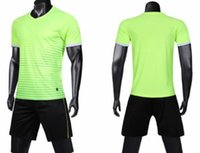 Malha Desempenho Football terno bordo luz adulto personalizado logotipo dos homens mais conjuntos de números de Futebol online uniformes Shorts personalizadas