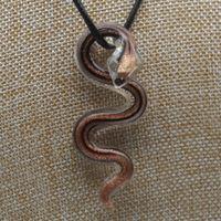 4色の手作りのムラノランプワークのガラスゴールドの砂の蛇のペンダントネックレスネックレスの女性無料コード