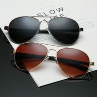 Autista di occhiali da sole di marca da uomo di nuova tendenza di moda che guida la struttura in metallo 8037 di occhiali da sole leggeri anti-forte trasporto libero