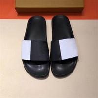 Siyah Beyaz Slaytlar Tasarımcı Erkekler Kadınlar Ayaklı Çizgili Kauçuk Sandalet Yüksek Kalite Kaymaz Terlik Açık Plaj Sandalet ile Kutusu Floplar