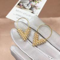 Vintage Cobre Primera marca Esencial con 18k Forma lleno plateado el oro blanco de la perla del alfabeto V cuelga los pendientes para las mujeres joyería