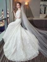 긴 소매와 심플한 꼬리가있는 한 숄더 웨딩 드레스 프랑스 공주