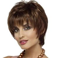 높은 품질 패션 가발 여성 짧은 곱슬 머리 현실적인 기울어 진 앞머리 무성한 화학 섬유 고온 실크 가발 자연 모자 류