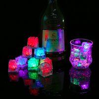로맨틱 파티 결혼식 크리스마스 선물 크리스탈 큐브 물 Actived 라이트 업 7 색상 변경 LED 아이스 큐브 바 플래시 자동