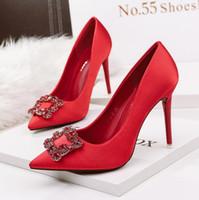 Мода Свадебная обувь Toe Pumps Остроконечные Высокие каблуки Sexy Rhinestone Дизайнерские Летний вечер Пром Ночной клуб Обувь для женщин красный черный