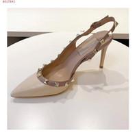 Sıcak Satış-moda yazlık sandaletler ünlü marka çivili perçinler yüksek Topuk üst qulity bayan düğün ayakkabıları kız moda tek ayakkabı pompaları