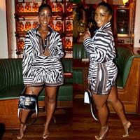 Kadın Iki Parçalı Kıyafetler Sonbahar Baskı 2 Parça Şort Set Zebra Şerit Baskılı Uzun Kollu Düğme Gömlek + Cep Şort Rahat Giysiler S-2XL
