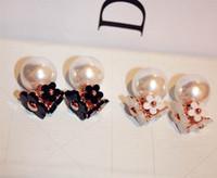 kadın siyah beyaz için toptan-basit ins moda stil küpe eşsiz tasarım çift taraflı çiçek inci zarif saplama küpe