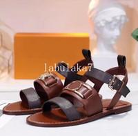 Semana de las mujeres de la moda retro talones de bloques adornados sandalias de cuero abierto del dedo del pie Sandallias decoración de hardware talones de las sandalias de verano