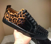 Red Top Wine qualidade inferior couro Homens Sneakers Low Cut Patent Leopard cravado sapatilha, Famous Men Marcas Red Soles Júnior Homens Flat Shoes