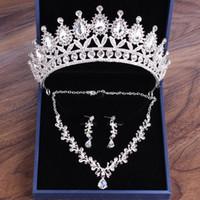 De mayor venta de aretes collar de la corona nupcial de la boda de tres piezas de diseñador de cristal blanco hecho a mano exquisito regalo del partido del partido de artesanía con la caja