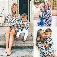 Familia Moda Hoodies El traje nuevo juego hija de la madre leopardo Tops camiseta larga de la manga