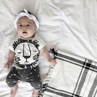 Bebê Meninos Roupas Bonito Leão de Algodão Conjuntos de Roupas Infantis Moda Verão Dos Desenhos Animados de Manga Curta T-shirt + Estrela Calças Recém-nascidos 2 pcs Ternos C4242