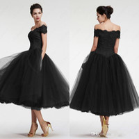 Noir gothique court Robes de bal 2020 Nouveau design Custom Made robe de balle hors de l'épaule Dentelle Tulle Robes de soirée Occasion spéciale Robes P050