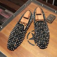 Fashion Red Bottom Mocassini Luxury Party Scarpe da sposa Designer NERO VERNICE PELLE Pelle scamosciata Spikes Abito con borchie scarpe casual per scarpe da uomo