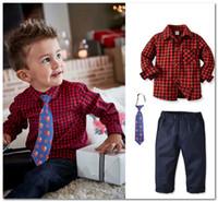 Navidad Boys Party Outfits Spring Kids Plaid Shirt + Santa Claus Corbata impresa + Pantalones casuales 3pcs Sets Día de los niños Ropa de rendimiento J2052