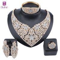 Nouveau mariage de mode Bijoux Déclaration de couleur d'or strass cristal Collier Boucles d'oreilles Bangle nuptiaux Parure