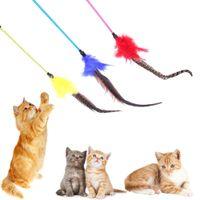 1шт Pet Cat Игрушка Красочного перо Rod Жезл Палка Cat Catcher Тизер игрушка для Kitten Cat Interactive Игры Кошки Pet Products