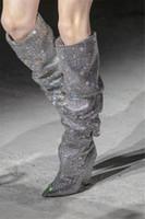 2021 Mulheres Botas de Inverno Moda Espumante Diamante-Studded Winted Toe 8cm Cone Cale Modelo Sapatos Grande Mulheres Over-the-Knee Bota de salto alto
