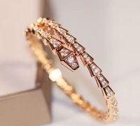 고급스러운 품질 18K 로즈 골드와 플래티넘 PS8233에서 반짝이 다이아몬드가있는 펑크 매력 팔찌