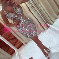 Sexy Sparkle Crystal Mini Cocktail Robes 2019 Perles De Luxe Courte Homécoming Homécoming Robe Gaine Fashion Robes V-Col V