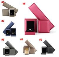 الجملة الكلاسيكية الأبيض مجوهرات مربع صناديق تغليف مبتكرة للسحر باندورا أسود المخملية حلقة أقراط العرض مربع والمجوهرات A0193