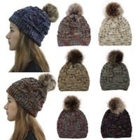 Nuevas mujeres Sombreros de moda Colores de invierno Poms de piel de punto Gorro Etiqueta Fedora Cable Slouchy Skull Caps Moda Ocio Gorro Sombreros al aire libre