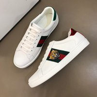 Luxo Cobra Designer Homens Mulheres Sapatos casuais Baixo Plano Leather Sneakers Ace Bee Stripes Walking Shoe Sports Trainers Red listras verdes # 49